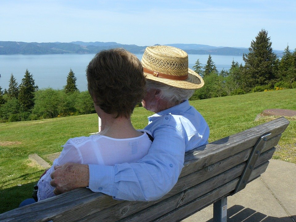 couple-on-bench-1353561_960_720